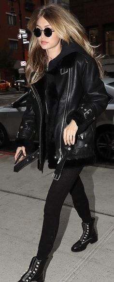 Pinterest: DEBORAHPRAHA ♥️ Gigi hadid all black everything outfit #leather #jacket #hadid #style