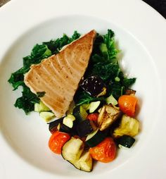 Grilled tuna on a bed of kale and roasted veg  #protein #veg #cleaneating