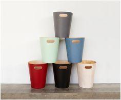 Entdecken Sie den Papierkorb Woodrow Can aus Holz in Mint jetzt bei >> WestwingNow. Lassen Sie sich von weiteren praktischen Abfalleimern von UMBRA inspirieren.