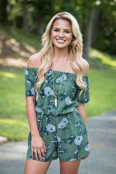 Gorgeous Romper in soft Sage with Floral motif throughout. Off-the-shoulder style in premium bubble crepe material. Pull-on style with elasticized waist. Two side pockets! Model is wearing a size smal