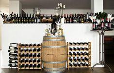 Die Weinauswahl inkl. italienischer Spezialitäten die es nicht im Handel zu kaufen gibt. Catering, Photo Wall, Home Decor, Italian Restaurants, Potato Noodles, Photograph, Catering Business, Interior Design, Home Interior Design