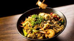 """Das """"China-Restaurant-Syndrom"""" Mmmmmmh, lecker: So gefährlich ist Glutamat wirklich.. Das Salz der Glutaminsäure, auch Glutamat genannt, wird in vielen Lebensmitteln verwendet, um den natürlichen Geschmack zu verstärken. Viele Wissenschaftler und Ärzte glauben, dass der übermäßige Konsum von Glutamat Auslöser für körperliche Beschwerden sein kann. Stimmt das wirklich?"""