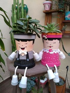 Best 12 no tutorial just a picture link is broken – SkillOfKing. Flower Pot Art, Clay Flower Pots, Flower Pot Crafts, Ceramic Flower Pots, Clay Pots, Flower Pot People, Clay Pot People, Painted Plant Pots, Painted Flower Pots