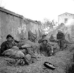 The Moro Valley - Unidentified Canadian soldiers in Italy, 18 December Canadian Soldiers, Canadian Army, Canadian History, British Army, Italian Campaign, Royal Canadian Navy, Army Infantry, Ww2 Pictures, Military Diorama