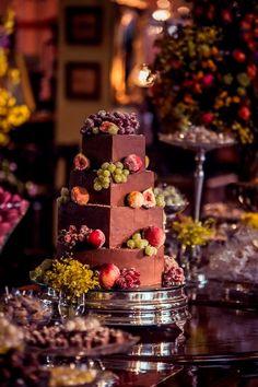 Casamento Vermelho Com Uma Decoração Cheia De Personalidade, Que Ganhou Até Arranjo Com Mix De Frutas E Flores Da Estação. Veja Tudo Aqui!
