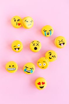 When emoji and macarons join forces, the result is just about the cutest dessert we've ever seen. Bakeries like Macarons by Mehnaaz and crafty home bakers Food Styling, Macaroons Flavors, Emoji Cake, Snapchat, Zucchini Cake, Beauty Recipe, Savoury Cake, Cute Cakes, Sweet Desserts