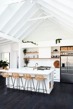 Cuisine ouverte sur salon réussie : 20 astuces - Clem Around The Corner Kitchen Decor, Apartment Kitchen, Kitchen Decor Apartment, Small Kitchen, Kitchen Places, Modern Kitchen, Kitchen Remodel, Kitchen Renovation, Tiny Kitchen
