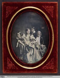Anonym, Mrs. Seymour und ihre fünf Kinder, koloriert, Metallplatte & Samt, London? & England (Foto: © Rheinisches Bildarchiv Köln, Schlier, Britta, rba_d036129_01)