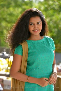 Anupama Parameswaran in A Aa - Anupama Parameswaran HD Walpapers Indian Bollywood Actress, Beautiful Bollywood Actress, South Indian Actress, Beautiful Actresses, Indian Actresses, Beautiful Girl Photo, Beautiful Girl Indian, Most Beautiful Indian Actress, Beautiful Women