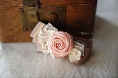 Kanzashi Flowers, Diy Flowers, Fabric Flowers, Diy Hair Bows, Bow Hair Clips, Diy Ribbon, Ribbon Bows, Handmade Crafts, Diy And Crafts