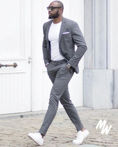Mens suits la mode par costume gris pour me Trendy Mens Fashion, Mens Fashion Suits, Stylish Men, Mens Suits, Men Casual, Men's Fashion, Trendy Suits For Men, Fashion Tips, Fashion Quotes