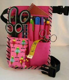 OMG! How useful is this????? Tool Tote, Tool Belt, Sewing Tools, Sewing Projects, Sewing Ideas, Teacher Apron, Nurse Bag, Pink Cupcakes, Bag Organization