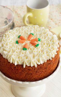 The 11 Best Easter Cupcake Recipes Sponge Cake Recipes, Cupcake Recipes, Dessert Recipes, Mini Cakes, Cupcake Cakes, Carrot Cake Decoration, Carrot Cake Cheesecake, Easter Cupcakes, Savoury Cake