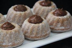 Mini Bolo sabor Churros Mini Desserts, Delicious Desserts, Yummy Food, Mini Cakes, Cupcake Cakes, Cupcakes, Taco Bell Recipes, Lolly Cake, Candy Cakes