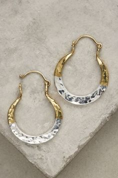 Silver and Gold Bicolor Mini Horseshoe Hoops. Available here: http://rstyle.me/n/chx6p6bcukx