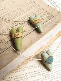 Worn Word Hearts by Laurabee Studio Fimo Clay, Polymer Clay Projects, Polymer Clay Creations, Polymer Clay Beads, Ceramic Jewelry, Ceramic Beads, Play Clay, Paperclay, Bijoux Diy