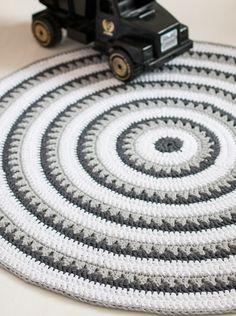 Lumimäellä: Valmis! Crochet Carpet, Crochet Home, Knit Crochet, Crochet Rug Patterns, Crochet Basket Pattern, Scandinavian Home Interiors, Knit Rug, Knitting Accessories, Floor Rugs
