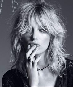 """1970's Style Heavy Shag with Fringe (Last Daze of Disco) Cool-Girl Short Bangs (citiesbesthairartists) Extra Long with heavy Fringe and Texture (thebeautydepartment) Alexa Chung's Iconic Shag Rocker Long-Bob shag or """"Swag"""" (weird name, great cut) great way to get a face-framing look without bangs a shag is a great wat to show off color (Source)Love…"""