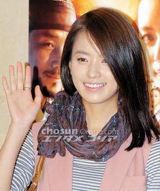 Han Hyo Joo, Lee Jong Suk, Korea Fashion, Pretty Woman, Korea Style, Hair Styles, Model, Korean Style, Hair Plait Styles