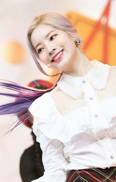 Dahyun - Twice Nayeon, Twice Clothing, Twice Jyp, Sana Momo, Twice Dahyun, Camisa Polo, Girl Day, Kpop Outfits, Kpop Fashion