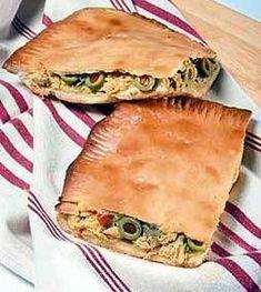 Empanada Gallega de Pollo Pollo Chicken, Cocina Natural, Spanish Dishes, Good Food, Yummy Food, Potato Cakes, Portuguese Recipes, Tasty Bites, World Recipes