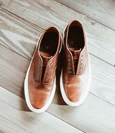 Wear the Ludlow Bal Oxford without laces for a cool and casual look | The Frye Company