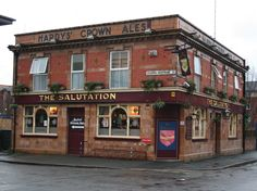 The Salutation pub in Hulme, Manchester. This is where Charlotte Brontë began to write Jane Eyre; the pub was a lodge in the Ce roman m'a enchantée. British Pub, Great British, Uk Pub, Bronte Sisters, Best Pubs, Salford, Jane Eyre, Blackpool, Modern City