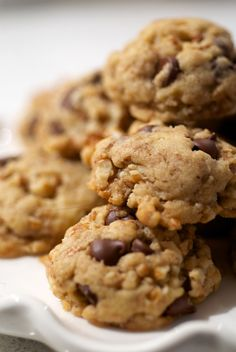Chocolate Chunk Pecan Cookies are sweet, crunchy, and simple to make. A great one-bowl dessert! - Bake or Break