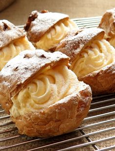 Cream Puffs – Recommended Tips - Obstkuchen Peach Pie Recipes, Soup Recipes, Great Desserts, Dessert Recipes, Strawberry Coffee Cakes, Fresh Fruit Cake, Avocado Dessert, Rolled Sugar Cookies, Moist Cakes