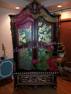 """Like"" Lucky Peach Designs on Facebook"