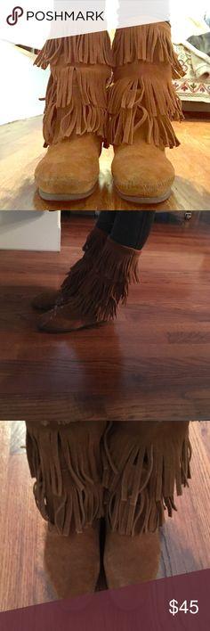 Minnetonka boots Worn twice in great condition! Minnetonka Shoes Moccasins