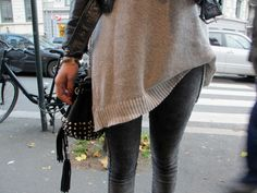 black and beige. Rain Fashion, Street Style Blog, Tumblr Fashion, Perfect Body, Vogue, Beige, My Style, How To Wear, Outfits