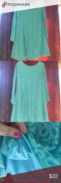 "Umgee mod lace dress with bell sleeves size 1XL Last pics are the true color. Dress is lined- sleeves are not. 20"" armpit to armpit. approx 32"" long. Really pretty dress. umgee Dresses"