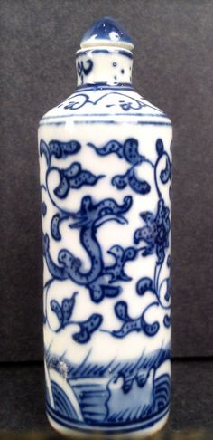 A BLUE AND WHITE PORCELAIN SNUFF BOTTLE SIGNED
