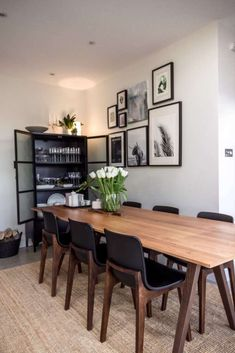 Kitchen diner with a table for 10 people. Black metal cabinet for crockery Dinning Room Art, Dining Room Design, Kitchen Design, Rooms Ideas, Diner Table, Amazing Decor, Interiores Design, Home Kitchens, Decoration