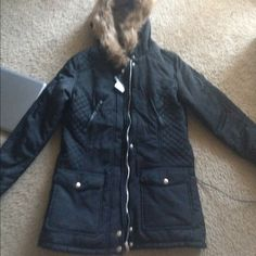 b520a9e3c37 Shop Women s Dorothy Perkins Black size S Jackets   Coats at a discounted  price at Poshmark. Description  NWT Dorothy Perkins black parka w  faux-fur  lined ...