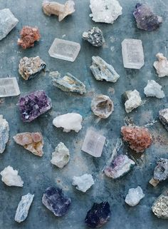 Bohemian Wedding Inspiration - Use geodes like quartz and crystal to add a uniqu. - Bohemian Wedding Inspiration – Use geodes like quartz and crystal to add a unique flair to your w - Wedding Places, Wedding Place Cards, Minerals And Gemstones, Rocks And Minerals, Crystal Aesthetic, Bohemian Wedding Inspiration, Crystal Magic, Stones And Crystals, Healing Crystals