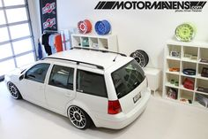 Golf Mk.4 or Bora Variant (US:Jetta Wagon) on fifteen52 wheels