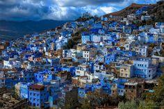 シャウエンの町並み。 丘陵地にあるブルーの家々。 まるで童話の1ページ。