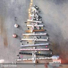 Was wäre Weihnachten ohne einen festlich geschmückten Weihnachtsbaum? Die Tradition, zum Weihnachtsfest einen dekorierten Baum aufzustellen, verbreitete sich…