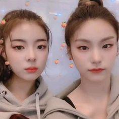 Lia and Yeji😍 Kpop Girl Groups, Korean Girl Groups, Happy Birthday Video, Kpop Gifs, Happy Gif, Bias Wrecker, Ulzzang Girl, New Girl, K Idols