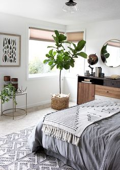 Awesome 60 Eclectic Bedroom Decorating Ideas On A Budget https://roomadness.com/2017/09/14/60-beautiful-eclectic-bedroom-decorating-ideas/ #interiordecoronabudgetrugs