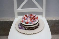 Děvče u plotny - Čokoládový Naked Cake Chocolate Cakes, Sweet, Desserts, Naked, Food, Candy, Tailgate Desserts, Deserts, Essen