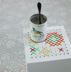 du point de croix sur un meuble pour un air printanier de saison… (via granny's stuff | friedamaria)