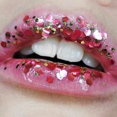 Who else loves this chunky glitter lip art? Try your own version of it with ilo Cosmetics Festival Chunky Glitter, available exclusively at The Makeup Club $10.00
