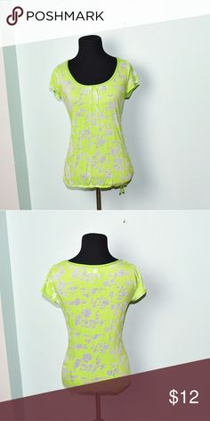 Super Cute Light Green Patterned Top In excellent condition! Super Stretchy, flattering, and soft! Buy 3 items and get 1 free plus 15% off your purchase total! Aeropostale Tops Blouses