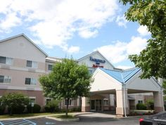 Fairfield Inn Albany University Area Albany (New York) Within walking distance from University at Albany and 2.5 miles from Colonie Center, Fairfield Inn Albany University Area features comfortable accomodation with free Wi-FI. Facilties include an indoor pool and fitness center.