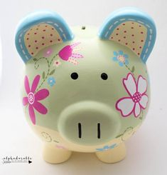 Daisy Floral Ceramic Personalized Piggy Bank en verde, amarillo y azul The Little Couple, Cute Little Things, Personalized Piggy Bank, E Magazine, Crafts For Girls, Porcelain Ceramics, Nursery Art, Baby Shower Gifts, Craft Projects