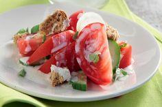 Ντοματοσαλάτα με σάλτσα φέτας - Γρήγορες Συνταγές | γαστρονόμος online