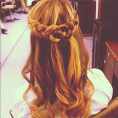 Hair How-To: John Barrett's Must-Do Waterfall Braid (It's Perfect for Christmas Eve!) Hair How-To: Waterfall Braid : NYC stylist John Barrett shared this snap on Insta — and we needed to figure out how to do it ourselves, pronto. Box Braids Hairstyles, French Braid Hairstyles, French Braids, Hairstyle Ideas, Hair Ideas, Celtic Knot Hair, Celtic Braid, Natural Hair Styles, Short Hair Styles